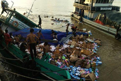 Kapal Bermuatan Sembako Karam Setelah Tabrak Tunggul