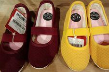 Pertimbangan Beli Sepatu Anak, Mode atau Kenyamanan?