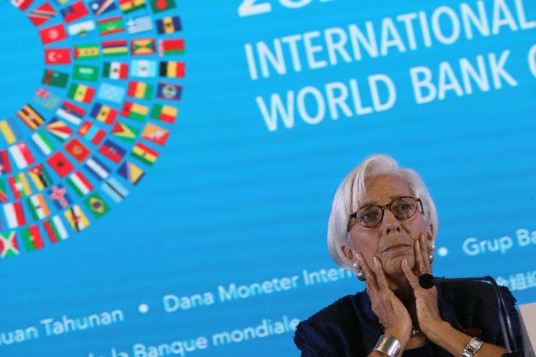 Direktur Pelaksana IMF Christine Lagarde memberikan keterangan pers terkait  Pertemuan Tahunan IMF - World Bank Group 2018 di Bali International Convention Center, Kawasan Nusa Dua, Bali, Kamis (11/10).