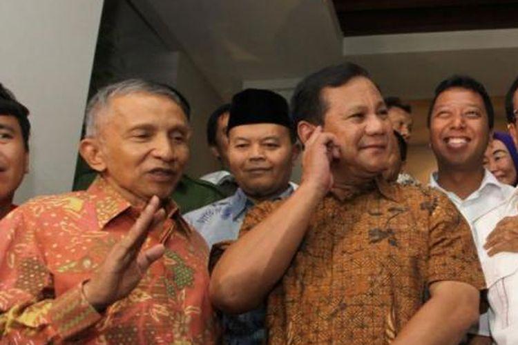 Tokoh Koalisi Merah Putih, Amien Rais, Prabowo Subianto, Akbar Tandjung, dan Aburizal Bakrie (kiri ke kanan) memberikan penjelasan seusai mengadakan pertemuan di kediaman Akbar Tandjung di Jakarta, Rabu (10/9/2014). Salah satu poin pertemuan adalah membahas mengenai rancangan undang-undang (RUU) pemilihan umum kepala daerah (pilkada) secara tidak langsung.