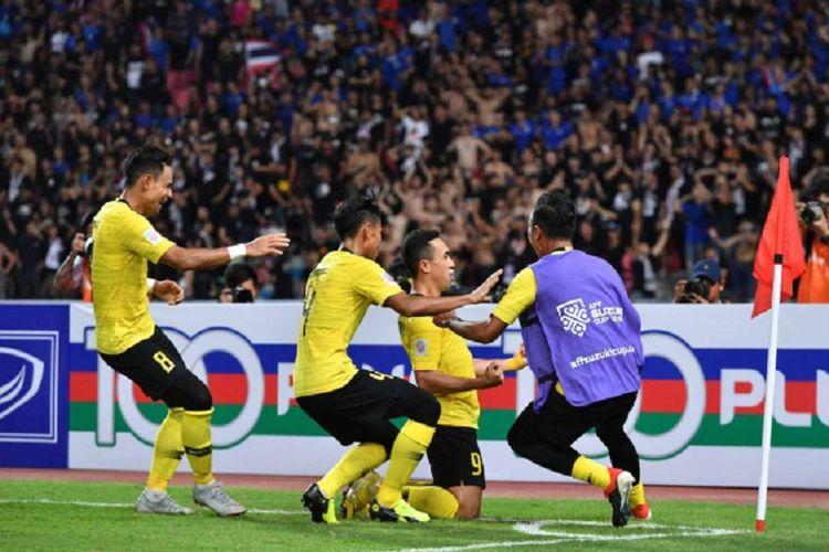 Para pemain Timnas Malaysia merayakan gol ke gawang Thailand pada laga semifinal Piala AFF 2018 di Stadion Rajamangala, 5 Desember 2018.