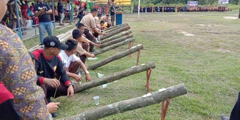 Masyarakat Kabupaten Sambas di Desa Sijang secara khususnya telah mampu memecahkan rekor tersebut dengan sebanyak menampilkan  2018 meriam bambu.