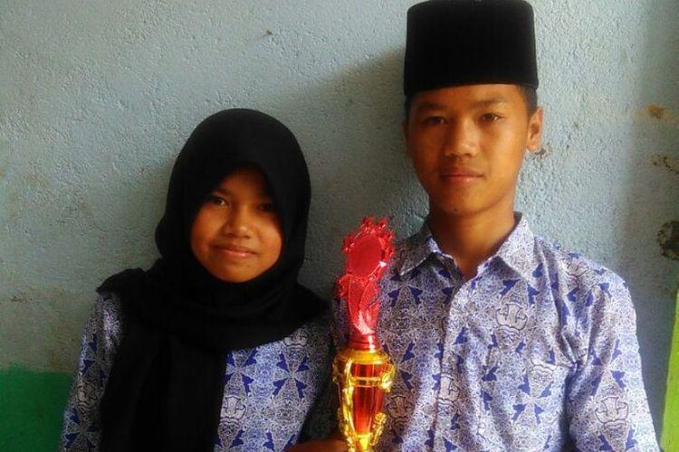 Roja Sisti Mandari dan Luis Vigo keluar menjadi juara kategori biologi dan matematika di tingkat Kabupaten Lebong, Bengkulu. Kedua siswa MTs Zikir Pikir ini berasal dari keluarga tidak mampu. Meski demikian, mereka memiliki sejuta mimpi.