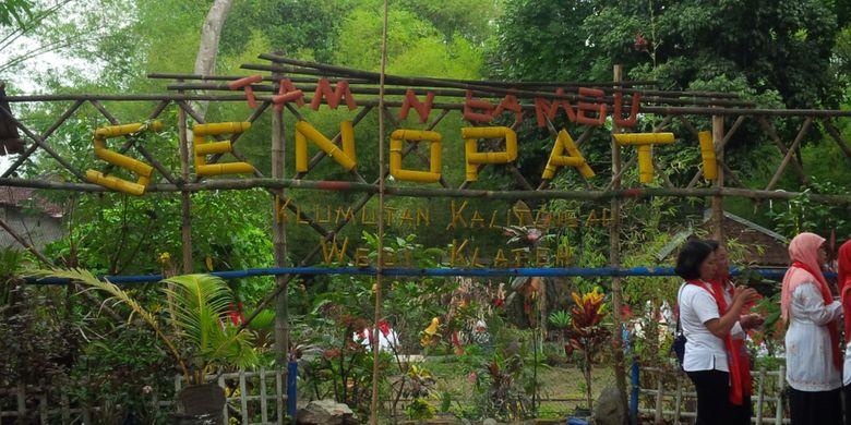 Taman bambu Senopati di tepi Sungai Pandes Desa Kalitengah, Kecamatan Wedi, Kabupaten Klaten, Jawa Tengah, Kamis (8/11/2018).