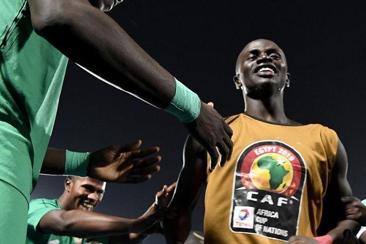 Sadio Mane merayakan kemenangan Timnas Senegal atas Tunisia pada semifinal Piala Afrika 2019, 14 Juni 2019.