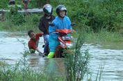 Melihat Anak-anak Menjadi Mekanik Dadakan di Tengah Banjir Mamuju
