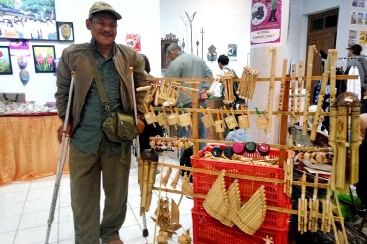 Wiyono saat mengikuti pameran di acara Pasar Yakopan di Bentara Budaya Yogyakarta