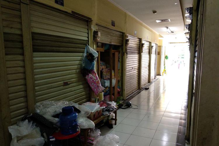 Kondisi pasar Gembrong Cipinang Besar atau Pasar Cipinang Besar, Jumat (8/12/2017). Pasar ini jadi salah satu tempat relokasi pedagang mainan pasar Gembrong di 2013. Kemungkinan para pedagang pasar Gembrong akan memanfaatkan pasar ini jika jadi digusur awal tahun depan.
