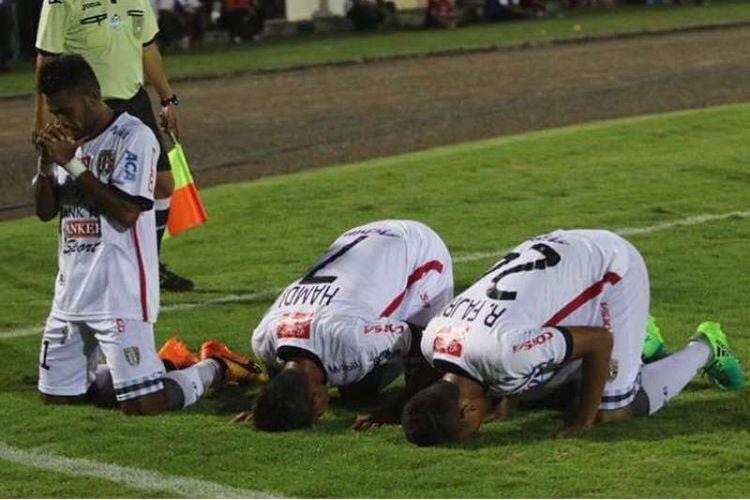 Selebrasi tiga pemain Bali United mendapatkan pujian dari netizen.
