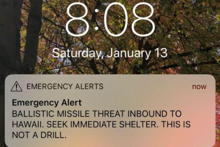Peringatan serangan misil yang muncul di layar ponsel warga dan turis di Hawaii.