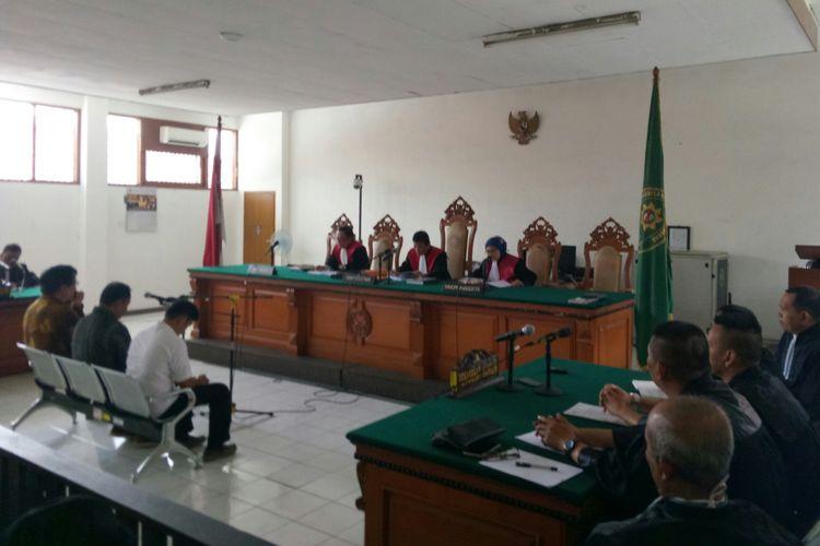 Majelis Hakim menolak eksepsi yang diajukan penasehat hukum Billy Sindoro, Henry Jasmen, Taryudi, dalam sidang perkara suap perizinan proyek Meikarta dengan agenda putusan sela yang digelar di Pengadilan Negeri Tipikor Bandung, Kota Bandung, Rabu (9/1/2018).