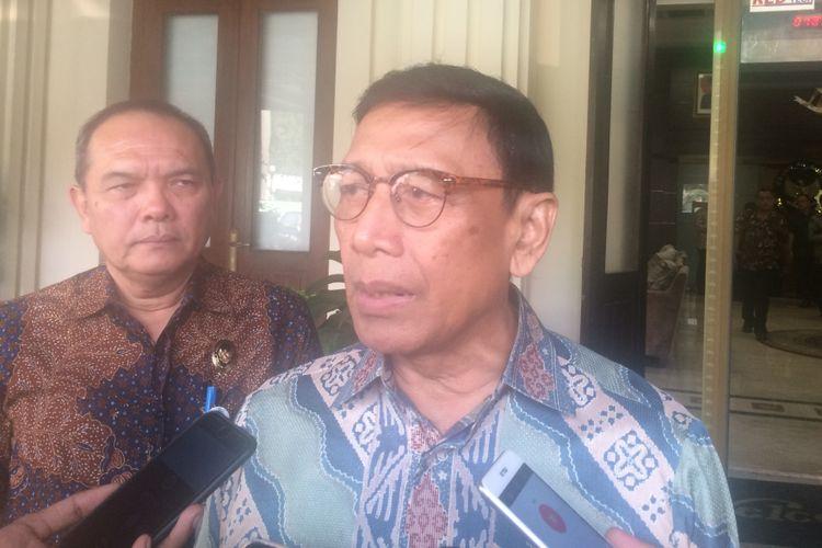 Menko Polhukam Wiranto usai memimpin Rapat Koordinasi Khusus Tingkat Menteri di Kemenko Polhukam, Jakarta, Jumat(20/7/2018).