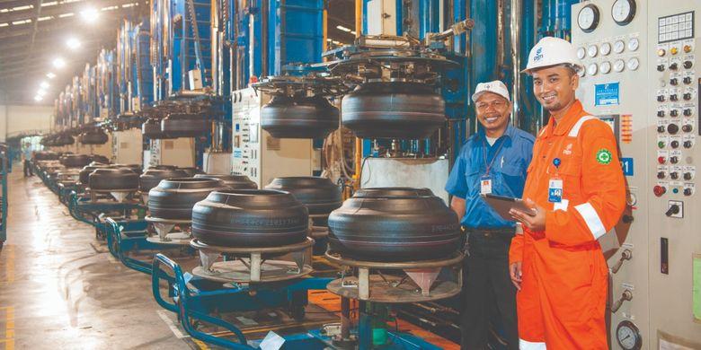 Aktivitas para pekerja PT Perusahaan Gas Negara Tbk (PGN)
