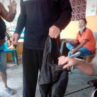 Celana Ferry Anto yang ditemukan di Pantai Baru, Srandakan, Bantul, Daerah Istimewa Yogyakarta.