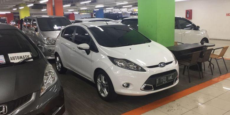 Ford Fiesta di bursa mobil bekas MGK Kemayoran.