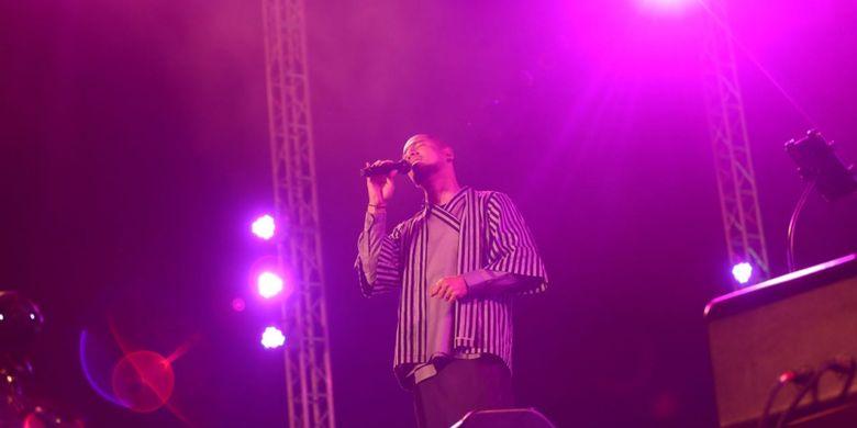 Marcell Siahaan tampil di Prambanan Jazz Festival 2017 di kompleks Candi Prambanan, Yogyakarta, Sabtu (19/8/2017). Prambanan Jazz Festival berlangsung selama tiga hari dari 18 sampai 20 Agustus 2017 di Candi Prambanan, Yogyakarta.