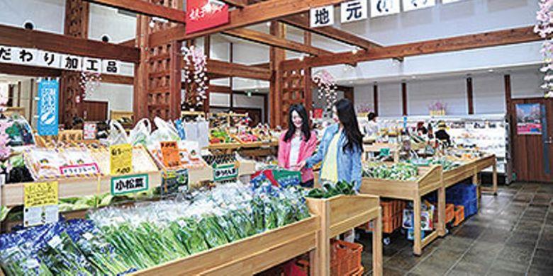 Di Michi-no-eki Imokonosato, kita bisa membeli beragam jenis sayuran atau produk khas daerah Shiga.