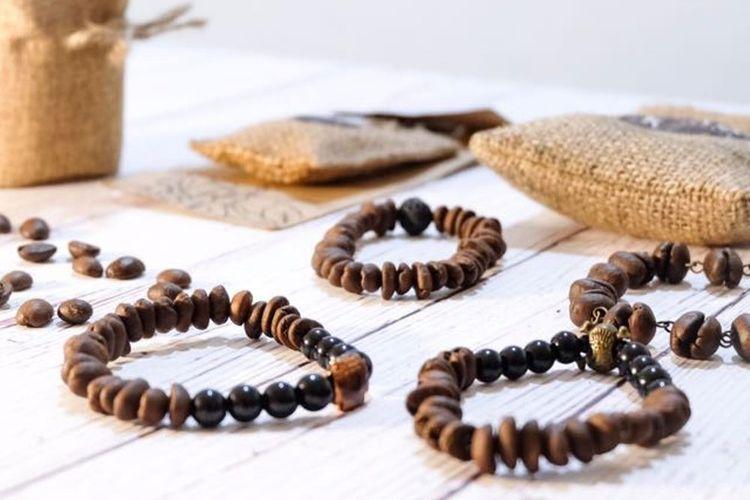 Gelang biji kopi dari KoKe