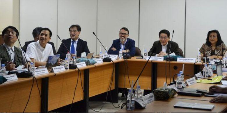 Sejumlah profesor dari Universitas Airlangga (Unair) dan Jepang menggelar diskusi interaktif di Lembaga Penyakit Tropis (LPT) atau Institute of Tropical Disease (ITD), Surabaya, Selasa (8/1/2019).