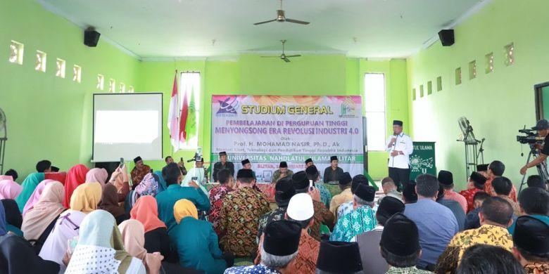 Menristek saat memberi kuliah umum ?Mempersiapkan Generasi Muda Indonesia dalam Era Industri 4.0? di Kampus II Politeknik Kediri (10/1/2019).
