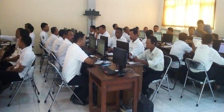 Ratusan Guru Honorer Trenggalek, Ikuti Seleksi PPPK Secara Online