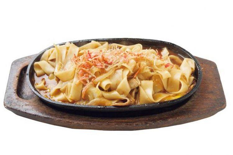 """Yaki Futo-kishimen"" seharga 720 yen. Tekstur orisinal yang berbeda dari udon goreng dan pasta."