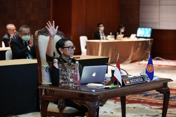 Menteri Luar Negeri Retno LP Marsudi saat menghadiri 25th Meeting of the ASEAN Coordinating Council (ACC) secara virtual, Kamis (9/4/2020).