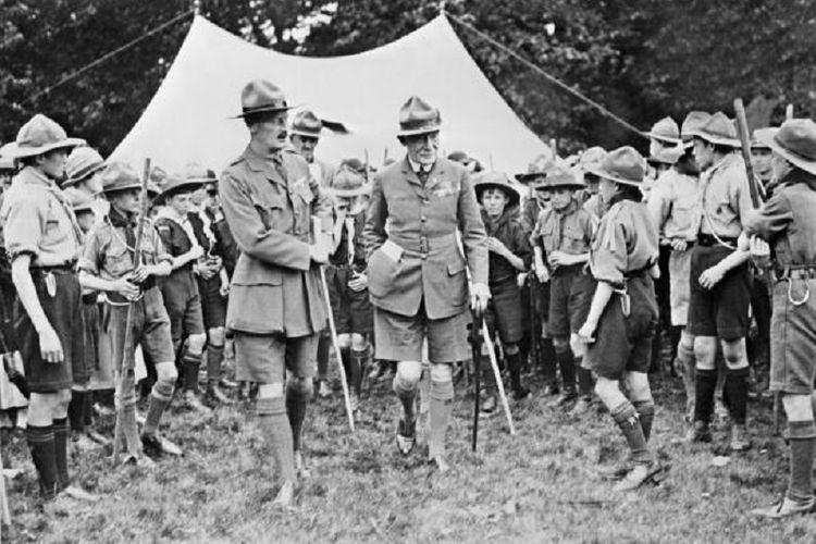 Robert Baden-Powell atau kemudian dikenal sebagai Lord Baden-Powell merupakan pencetus gerakan pramuka pada 1907.