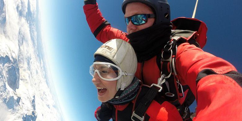 Sky diving di Selandia Baru.