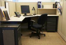 9 Benda yang Tak Seharusnya Ada di Meja Kerja