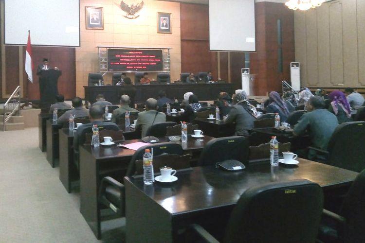 Suasana sidang paripurna Dewan Perwakilan Rakyat Daerah (DPRD) Jombang Jawa Timur, Senin (29/10/2018).