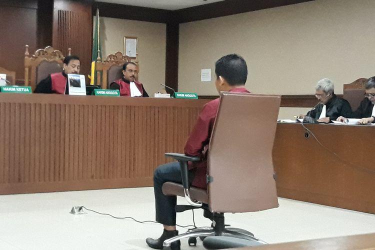Bupati Bener Meriah Ahmadi duduk di kursi terdakwa di Pengadilan Tipikor Jakarta, Kamis (27/9/2018).