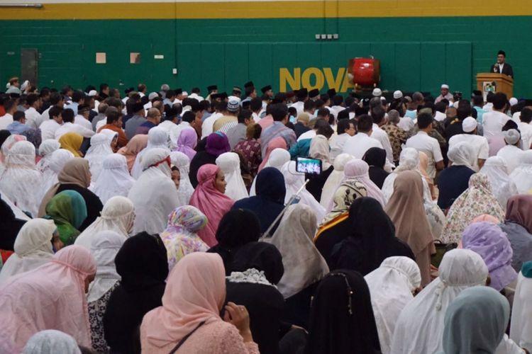 Sekitar 3.000 warga Muslim Indonesia di Washington DC, Maryland, dan Virginia menunaikan ibadah shalat Idul Fitri di NOVA Community College Annandale Campus, Annandale, Virginia, Jumat (15/6/2018).