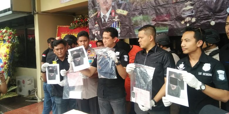 Polisi mengungkap kasus penjambretan seorang pedagang lumpia yang dilakukan oleh anggota komplotab Tenda Orange di Mapolres Metro Jakarta Barat pada Rabu (4/7/2018).