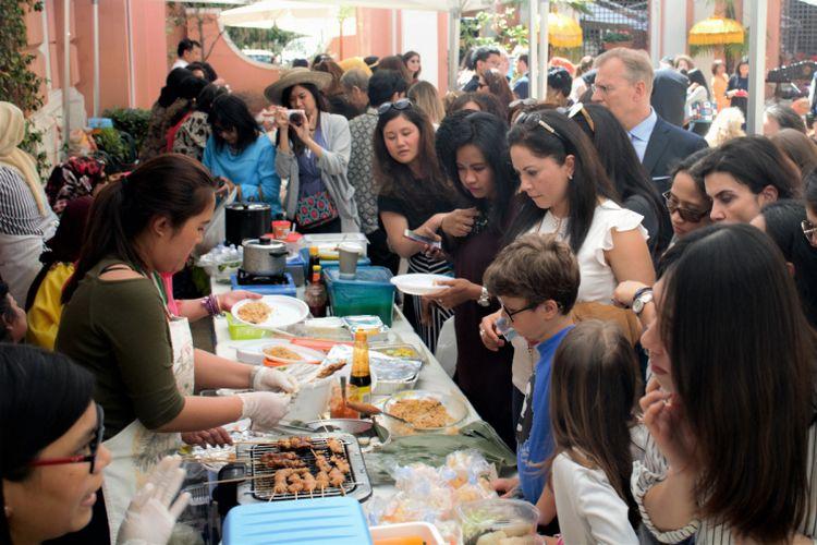 Tak kurang dari ratusan orang memadati acara Festival Kuliner yang digelar KBRI Roma, Italia, untuk menyambut Hari Kartini.