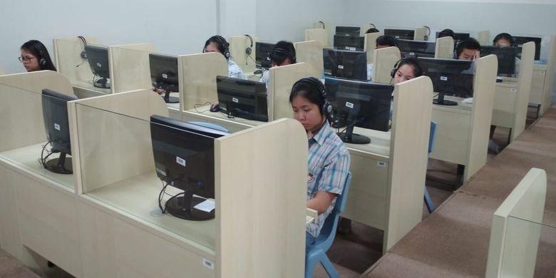 Ilustrasi. Pelaksanaan Simulasi UNBK di Sekolah Pahoa, Summarecon Serpong.