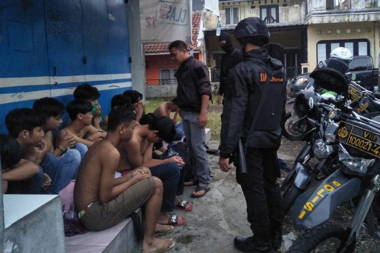 Polisi amankan kawanan geng motor yang merusak motor dan menyerang beberapa warga saat waktu sahur di Kota Tasikmalaya, Minggu (12/5/2019).