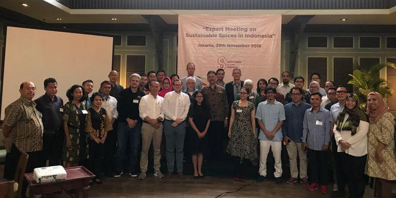 Sekretaris Jenderal Kementerian Pertanian Syukur Iwantoro (tengah berkumis) usai acara ?Expert Meeting on Sustainable Spices in Indonesia? di Aston Kuningan Suites, Jakarta, Kamis (29/11/2018).