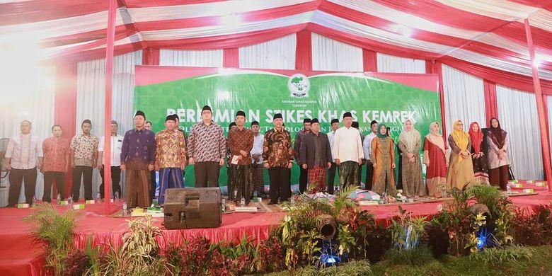 Menristekdikti Mohamad Nasir usai menyerahkan Surat Keputusan Sekolah Tinggi Kesehatan (Stikes) Kiayi Haji Aqil Siraz (KHAS) Kempek, di Cirebon, Jawa Barat (22/5/2019).