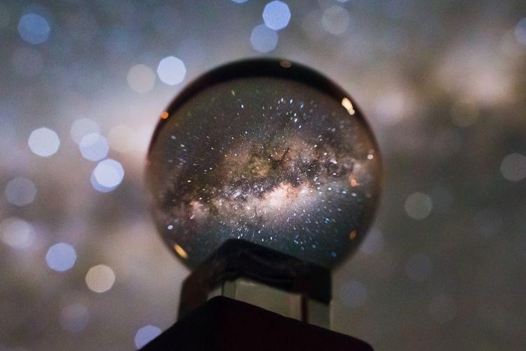 Bola kristal yang digunakan untuk memotret galaksi Bima Sakti.