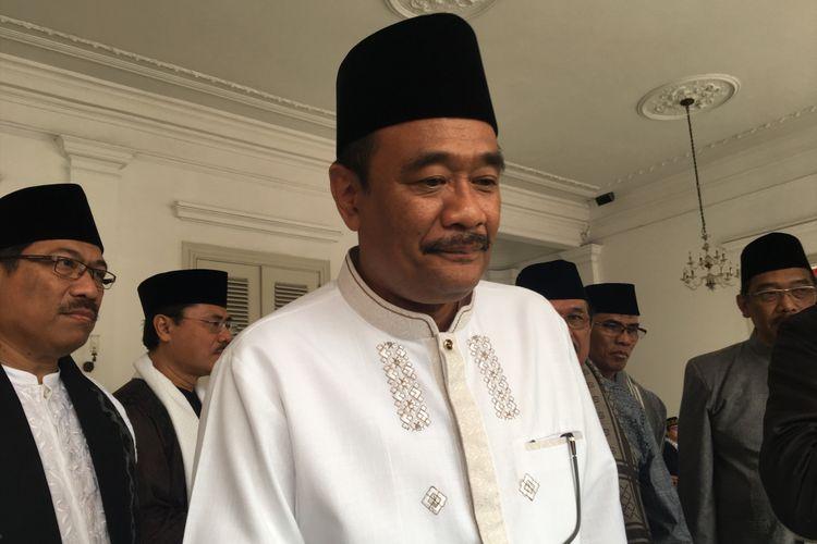 Gubernur DKI Jakarta Djarot Saiful Hidayat usai melakukan shalat Idul Adha, di Balai Kota DKI Jakarta, Jalan Medan Merdeka Selatan, Jumat (1/9/2017).