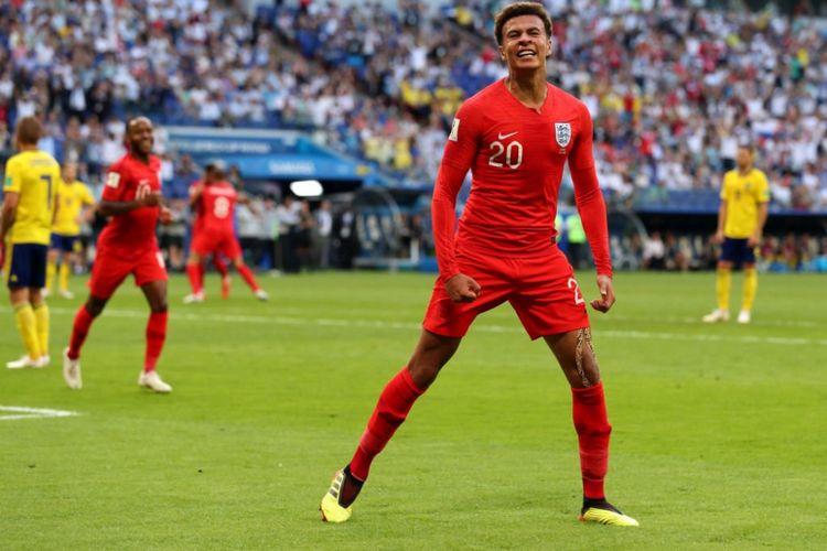 Ekspresi gelandang timnas Inggris, Dele Alli saat mencetak gol ke gawang timnas Swedia pada laga babak perempat final di Samara Arena, Sabtu (7/7/2018).