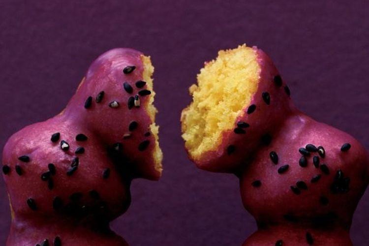 "Sweet Potato-do Purple Sweet Potato"" yang dijual dengan harga 130 yen  tersedia di Mister Donuts."