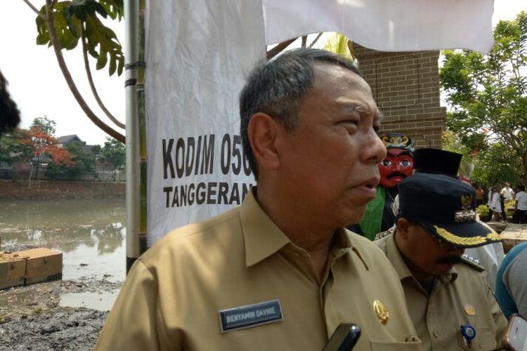 Wakil Wali Kota Tangerang Selatan Benyamin Davnie mendatangi Situ Parigi di Pondok Aren, Tangerang Selatan, Selasa (19/11/2019). Situ Parigi jadi satu di antara 11 situ yang terdata di kawasan Jabodetabek untuk dikeruk pada 2019.
