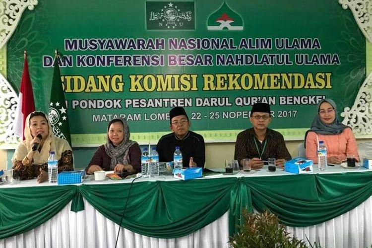 Direktur Wahid Institute Yenny Wahid memberikan dua masukan dalam sidang komisi rekomendasi Musyawarah Nasional Alim Ulama dan Konferensi Besar Nahdlatul Ulama (NU) di Ponpes Darul Quran Bengkel, Lombok Barat, Jumat (24/11).