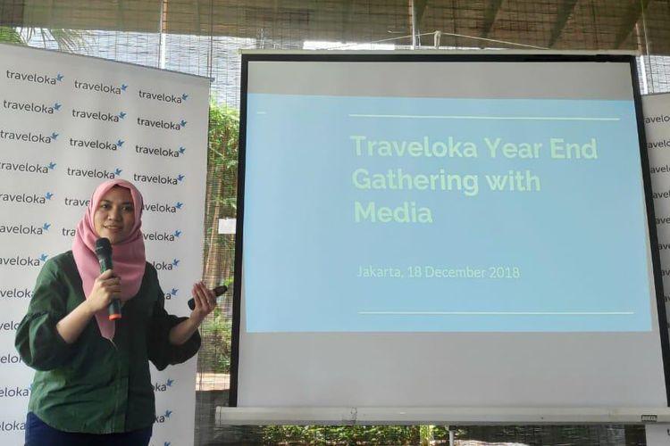 Kurnia Rosyada, Vice President of Marketing Traveloka saat memaparkan fitur baru Traveloka dalam acara Year and Gathering with Media di Jakarta,  Selasa (18/12/2018).