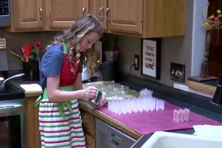 Cameron Prescott,  pengusaha berusia 12 tahun dari Hartland membuat lip balm.
