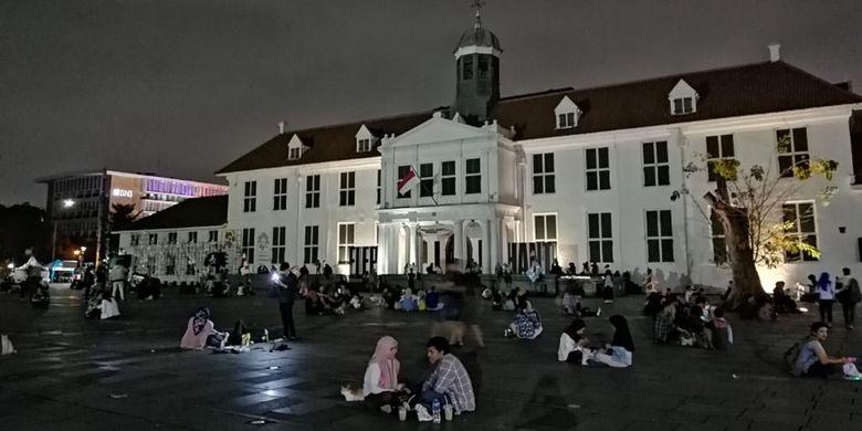 Suasana Kota Tua di malam hari