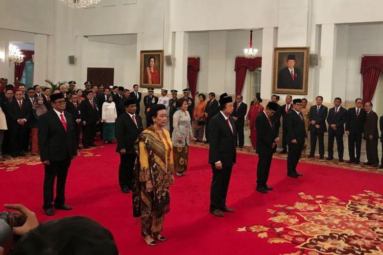 Jokowi Beri Tanda Kehormatan ke GKR Hemas hingga Dato Sri Tahir