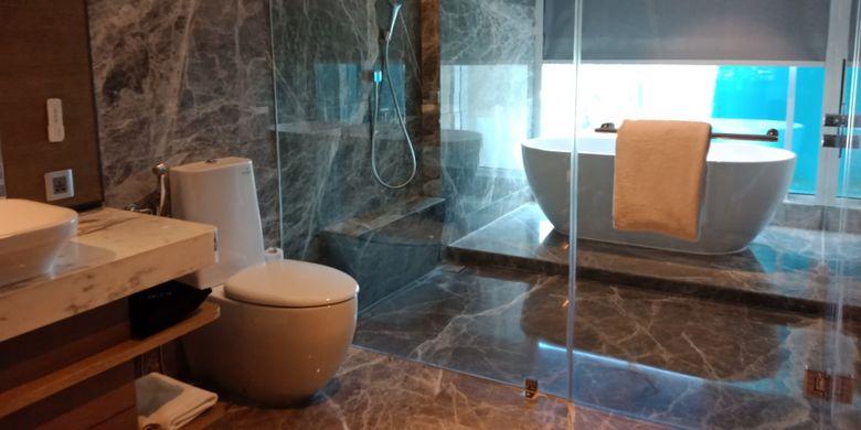 Toilet kamar junior suite di Yogyakarta Marriott Hotel, Yogyakarta, Jumat (9/3/2018).